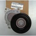 Ролик с натяжителем приводного ремня генератора оригинал (11955-JA00C)